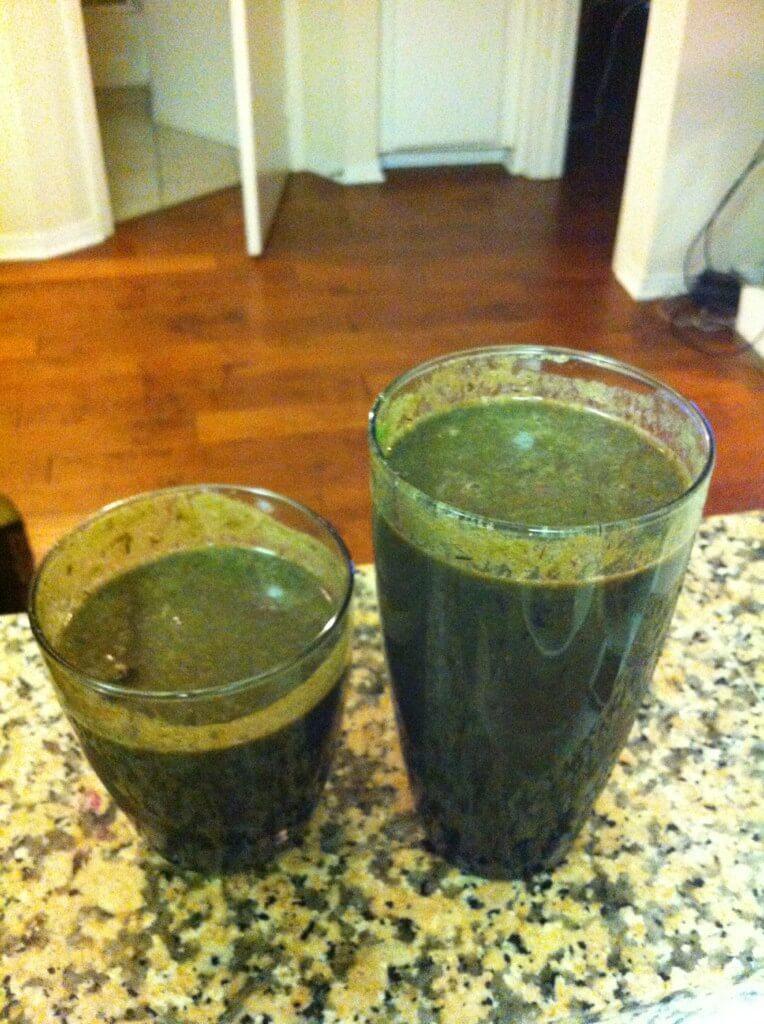 entsaften-sind-gruene-smoothies-besser-als-saft-kohl-grape-saft